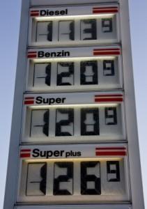 Benzinpreise (© andrmorl / PIXELIO)